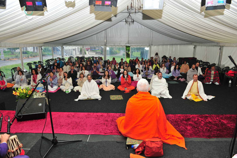 2ème Congrès Européen du Yoga - 2016 - Radhadesh, Belgique - Méditation orientée par H.H. Jagat Guru Amrta Sūryānanda Mahā Rāja