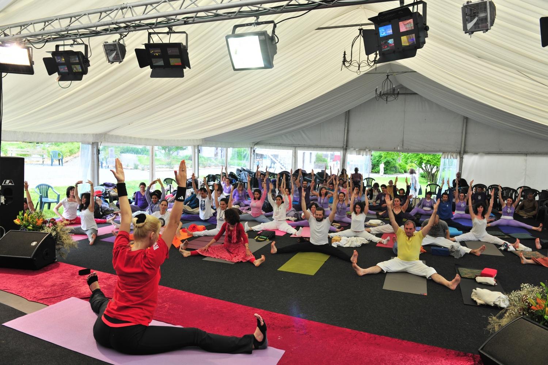 Aula ministrada pela Presidente da Federação Russa do Yoga, Valeria Alikina