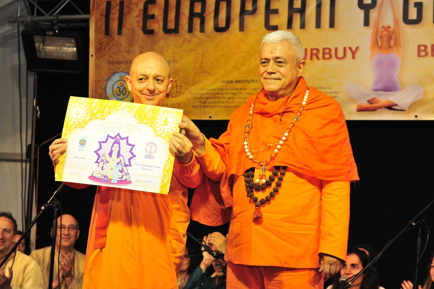 Attribution of the Title of Grand International Yoga Master and Keilasha award to Svámin Yadunandana Mahá Rája - 2016, May