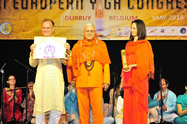 Atribuição do Título de Grande Mestre Internacional do Yoga e Prémio Keilasha a Master Sukadev Bretz - 2016, Maio