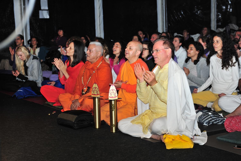 Mestre Sukhadev Bretz e Svámin Yadunandana, Grandes Mestres Internacionais do Yoga