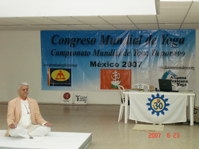Conferência de H.H. Jagat Guru Amrta Súryánanda Mahá Rája - Gr. Mestre Internacional do Yoga, no Congreso Mundial de Yoga, Ciudad de México - 2007
