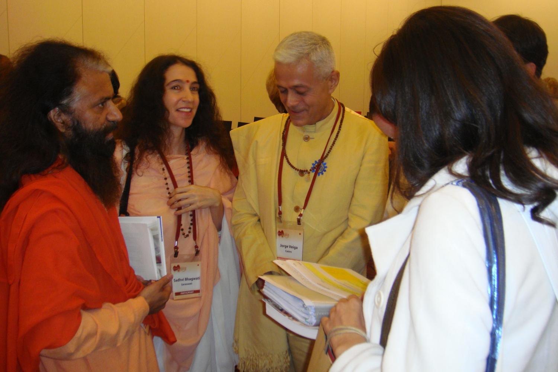 Com H.H. Pujya Svámin Chidanand Sarasvatiji Maharaj- Parmarth Niketan Áshrama