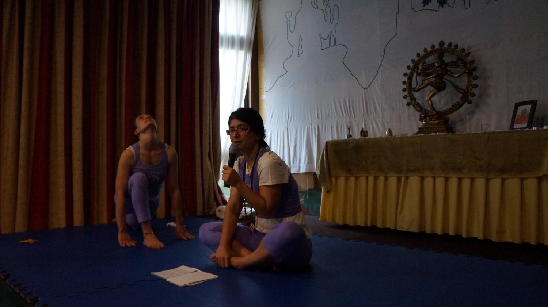 Súrya Namaskára - Instrutora Krpá