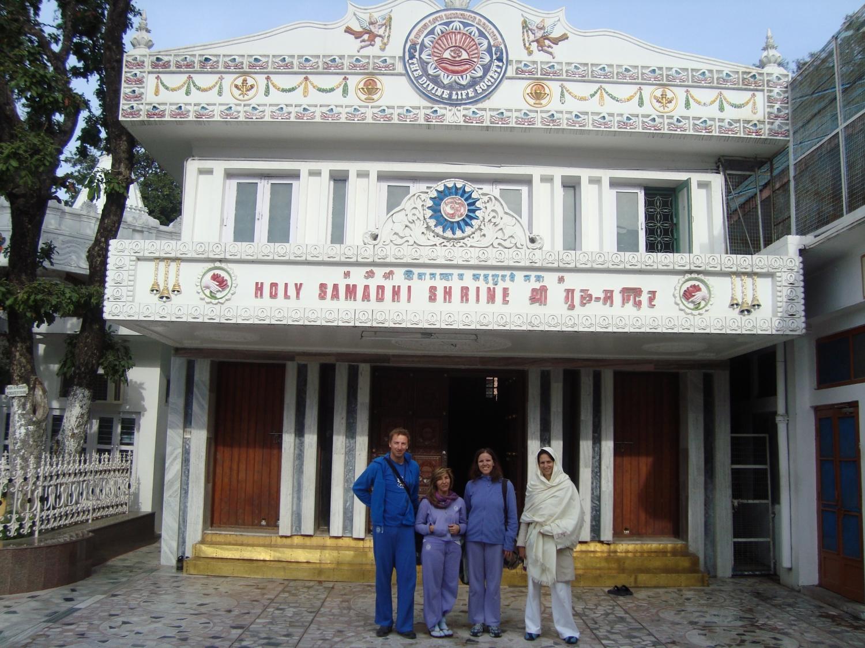 Meeting of H.H. Jagat Guru Amrta Sūryānanda Mahā Rāja with H.H. Svámin Vimlánanda Sarasvatí Mahá Rája and H.H. Svámin Yogasvarupánanda - Shivánanda Áshrama, rshikesh, India - 2010, January