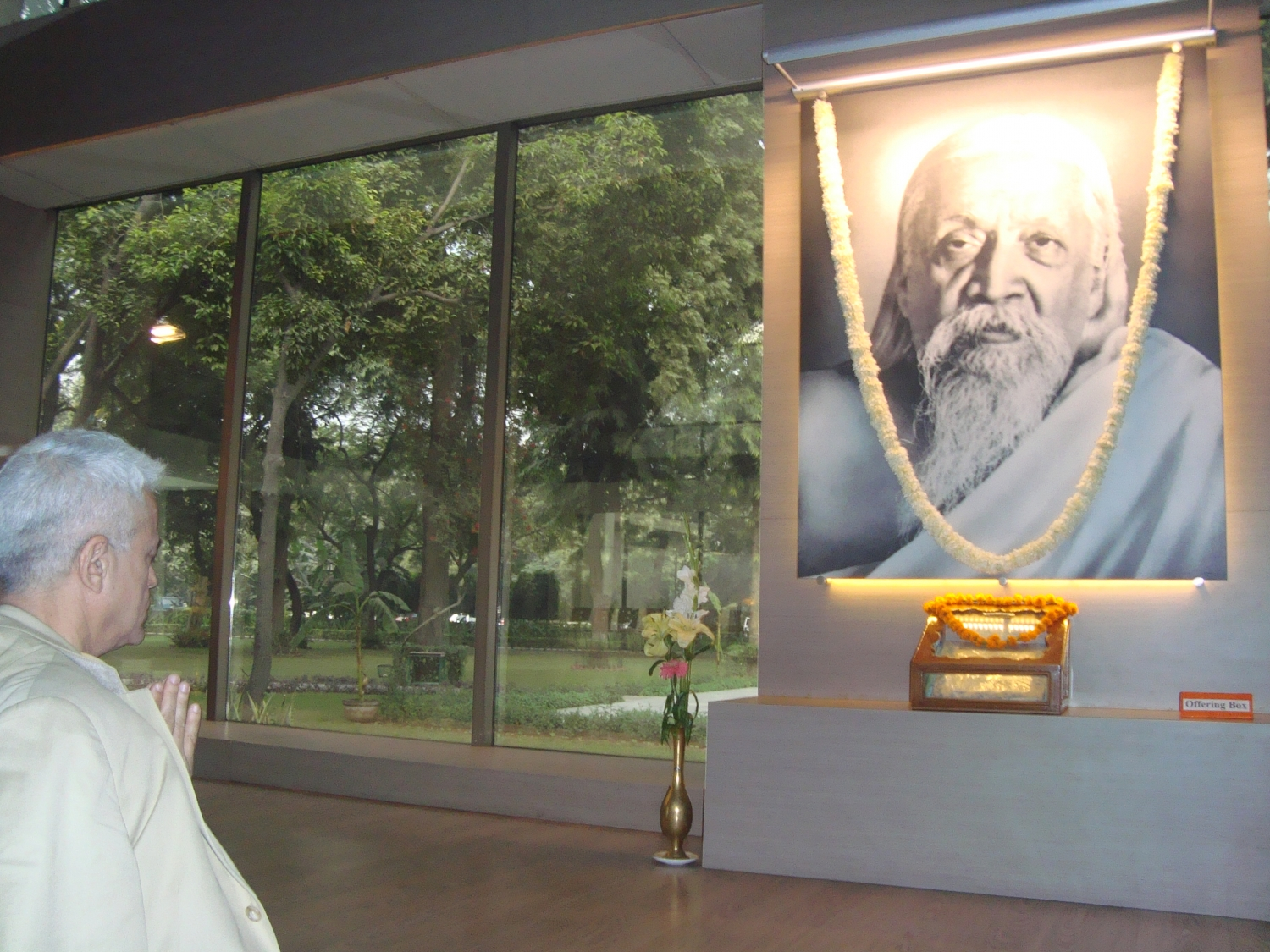 Meeting of H.H. Jagat Guru Amrta Súryánanda Mahá Rája with Dr. Ramesh Bijlani - Shrí Aurobindo Áshrama, New Dillí, India - 2010, January
