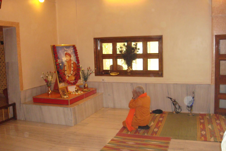 Encontro de H.H. Jagat Guru Amrta Súryánanda Mahá Rája com Svámin Súryaprakash - Bihar School of Yoga, Munger, Índia - 2010, Janeiro