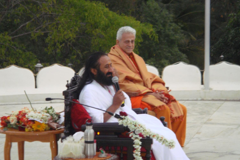 Encontro de H.H. Jagat Guru Amrta Súryánanda Mahá Rája Shrí Shrí Ravi Shankar - Sede da Art of Living Foundation, Bengaluru, Índia - 2010, Janeiro