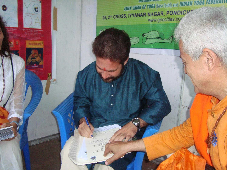 Yogacharya Dr. Ánanda Balayogi Bhavanani torna-se apoiante da criação do Dia Internacional do Yoga