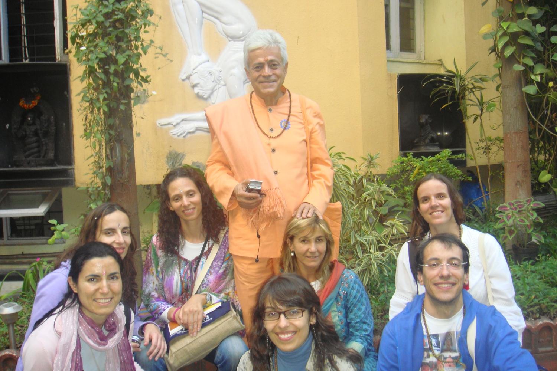 Encontro de H.H. Jagat Guru Amrta Súryánanda Mahá Rája com H.H. B.K.S. Iyengar Jí Mahá Rája  - Pune, Índia - 2009, Dezembro
