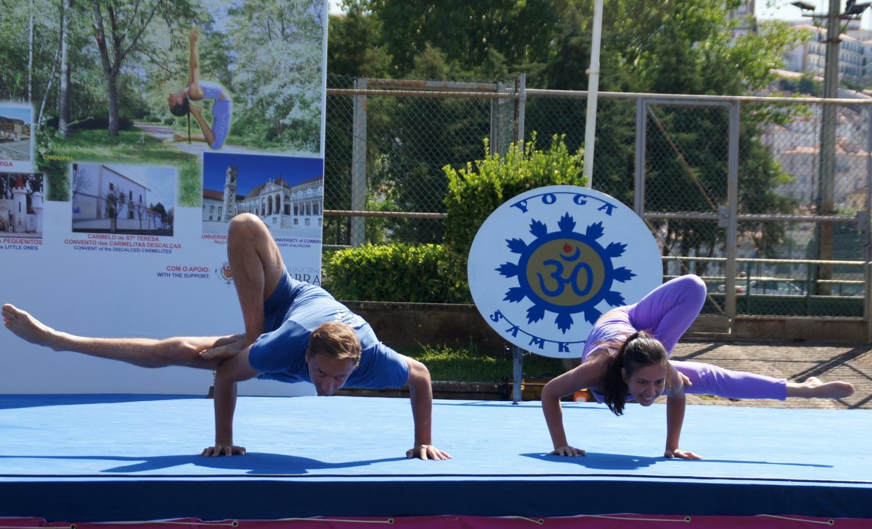 Sequencia de Ásana por el Pashupati - Demonstradores del Yoga Tradicional Avanzado