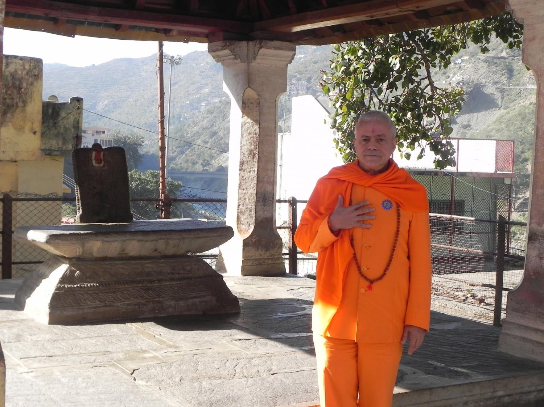 Deva Prayág - Onde os rios Alaknanda e Bhagirathi se encontram e passam a chamar-se Gangá