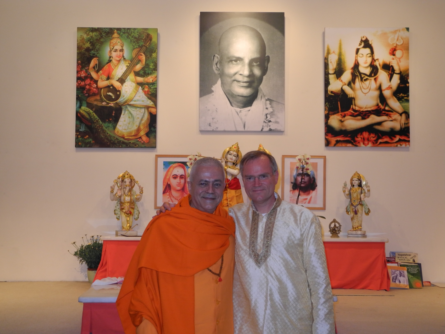 Meeting of H.H. Jagat Guru Amrta Sūryānanda Mahā Rāja with Master Sukadev Bretz - Yoga Vidya, Bad Meinberg, Germany - 2012, March