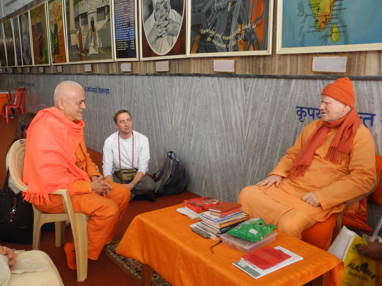 H.H Jagat Guru Amrta Súryánanda Mahá Rája e H.H. Svámin Vimlánanda Sarasvatí Mahá Rája - Presidente do Shivánanda Áshrama