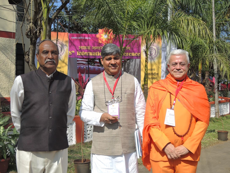 Com Dr. Sharma