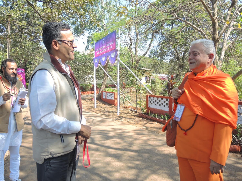 Com Dr. Jagdish Butada