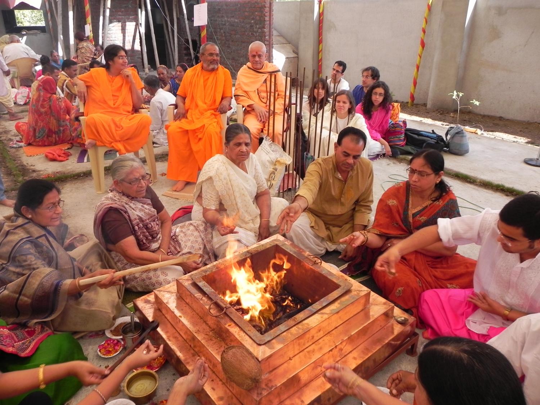 Shivarathri con H.H. Mahá Mandaleshvara Svámin Paramátmánanda Sarasvatí Mahá Rája - Rajkot, India - 2011, marzo