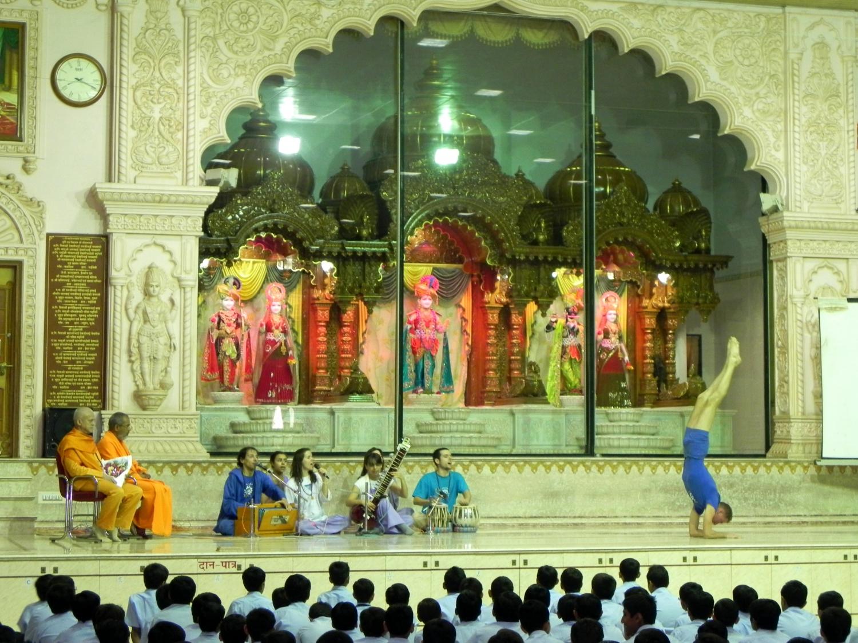 Demonstração das Disciplinas Técnicas do Yoga Tradicional no Shrí Swaminarayan Gurukul - Ahmedabad