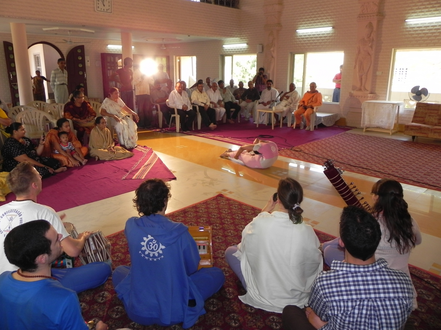 Meeting of H.H. Jagat Guru Amrta Súryánanda Mahá Rája with Shrí Svámin  Munishri Kirtichandrají, Founder of  Shantiniketan Áshrama - Valsad, India – 2011