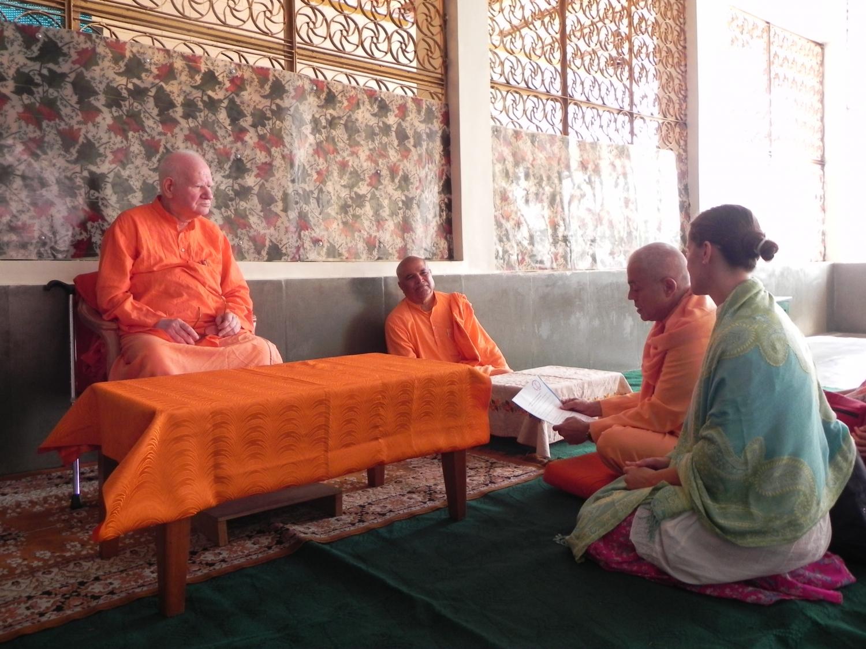 Meeting of H.H. Jagat Guru Amrta Súryánanda Mahá Rája with H.H. Svámin Vimlánanda Sarasvatí Mahá Rája - Shivánanda Áshrama, rshikesh, India - 2011, October