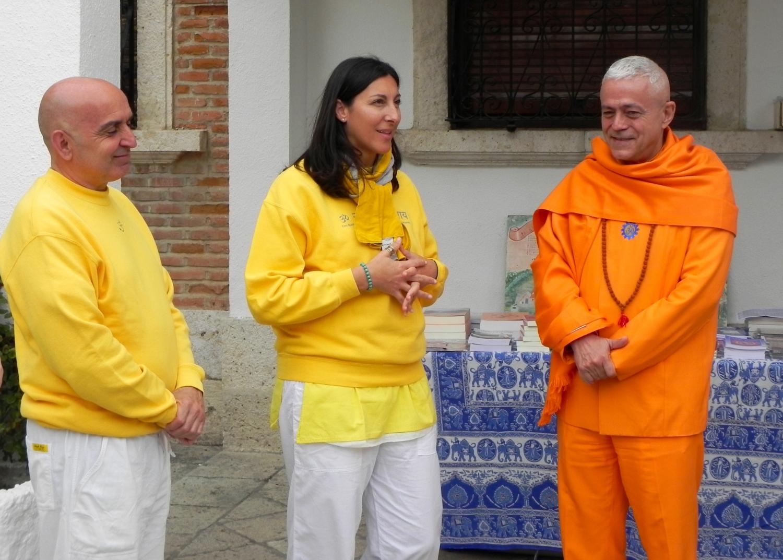 Os Representantes do Shivánanda Áshrama España - Vishnu e Yasoda