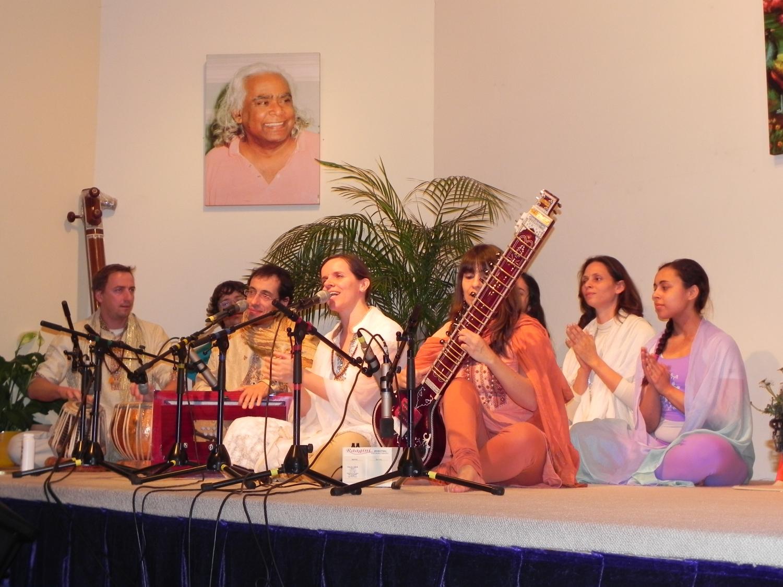 Encuentro de H.H. Jagat Guru Amrta Sūryānanda Mahā Rāja con el Maestro Sukadev Bretz - Yoga Vidya, Bad Meinberg, Alemania - 2012, marzo