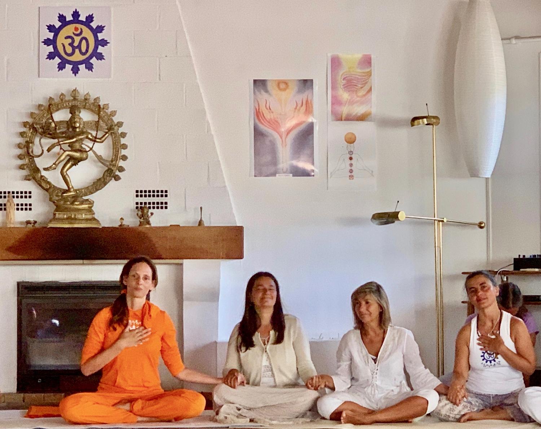 As Mestras Sváminí Chandra Shakti Deví, Párvatí Deví, Gangá Deví e Sítá Deví