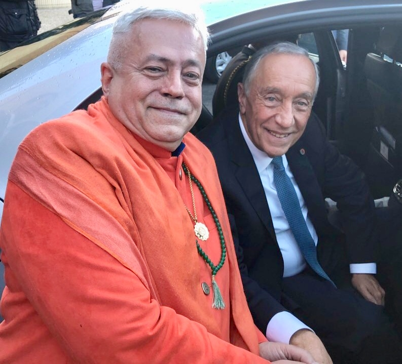H.H. Jagat Guru Amrta Súryánanda Mahá Rája with the President of the Republic, Dr. Marcelo Rebelo de Sousa