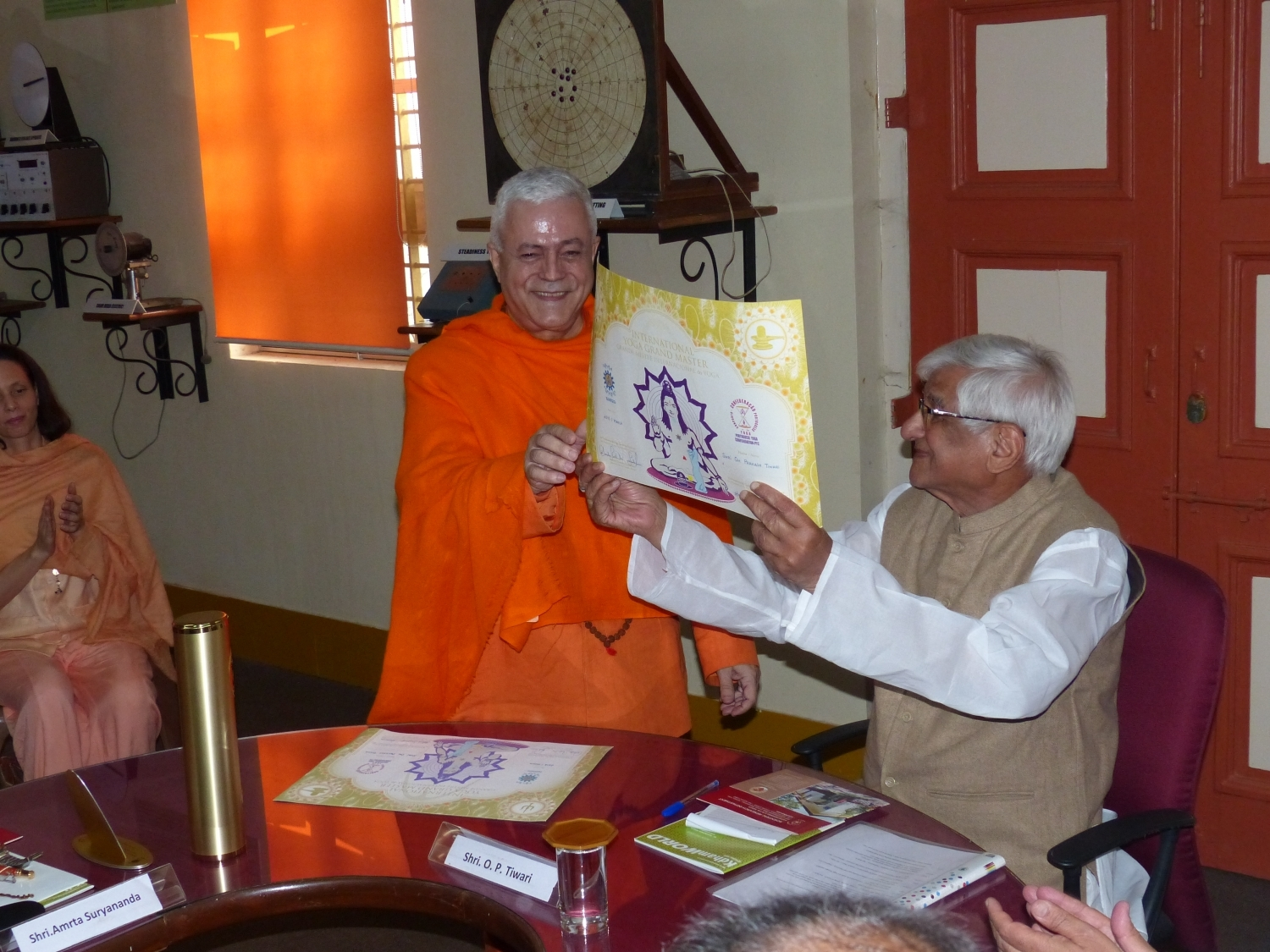 Attribution of the Title of Grand International Yoga Master and Keilasha award to H.H. Shrí Om Prakash Tiwari