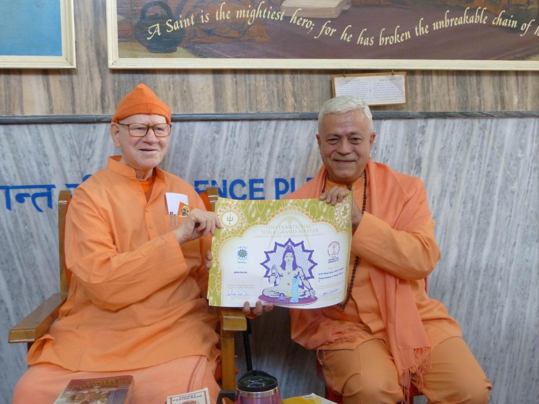 Attribution du Titre de Grand Maître International du Yoga et Prix Keilasha à  H.H. Svāmin Vimlānanda Sarasvatī Mahā Rāja