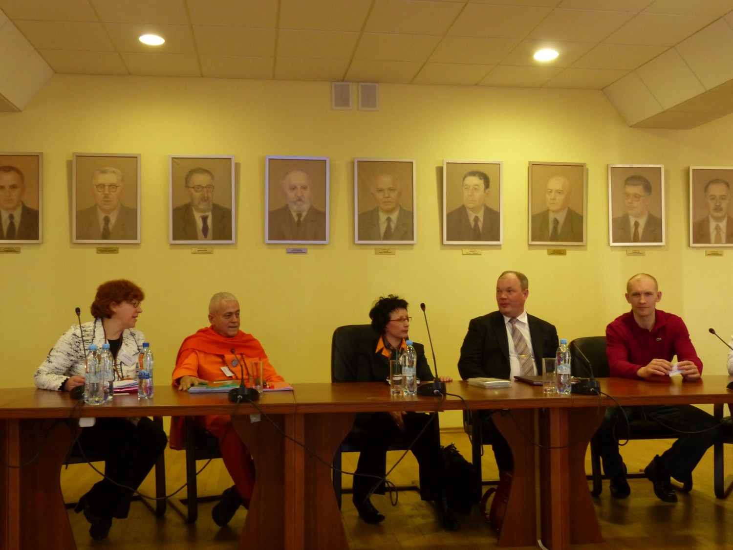 Meeting of H.H. Jagat Guru Amrta Sūryānanda Mahā Rāja with the Board of Direction of the Classical Yoga Federation of Russia - Moscow, Russia - 2013, April