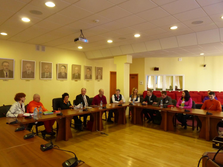 Encontro de H.H. Jagat Guru Amrta Sūryānanda Mahā Rāja com a Direcção da Federação Russa do Yoga Clássico - Moscovo, Rússia - 2013, Abril