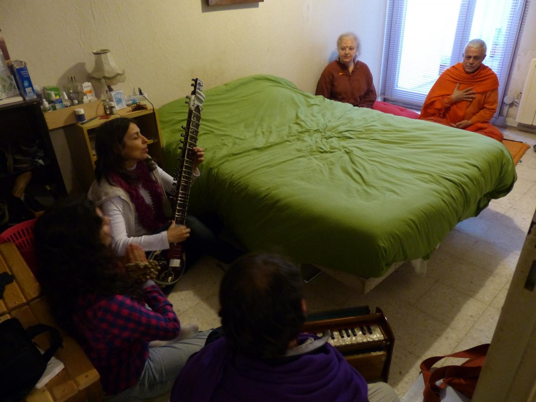 Encontro de H.H. Jagat Guru Amrta Sūryānanda Mahā Rāja com Tara Michaël - Arles, Provença - 2013, Maio