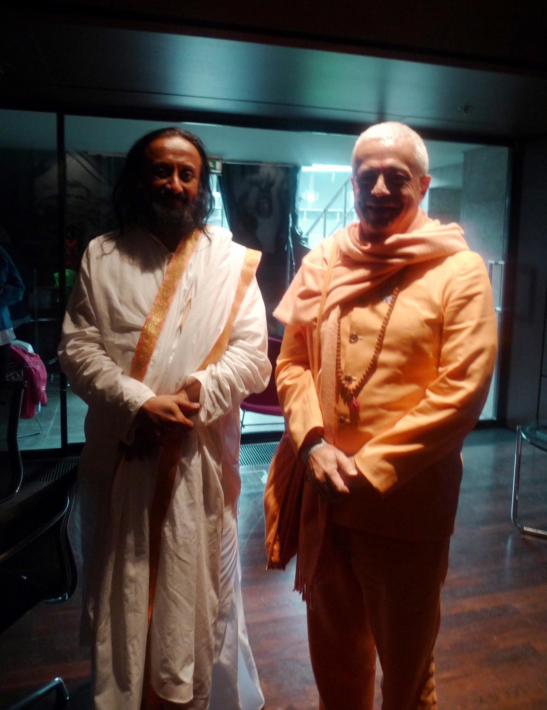 Rencontre de H.H. Jagat Guru Amrta Sūryānanda Mahā Rāja avec Shrī Shrī Ravi Shankar - 30ème Anniversaire de la Art of Living, Berlin - 2011, juillet