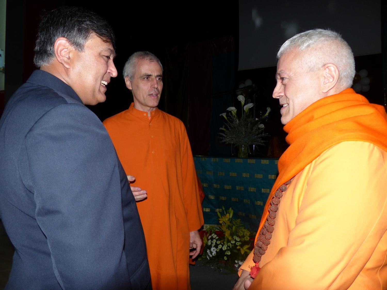 Encontro de H.H. Jagat Guru Amrta Sūryānanda Mahā Rāja com Sua Excelência Sunil Lal, Embaixador da Índia na Espanha - Madrid - 2013, Junho