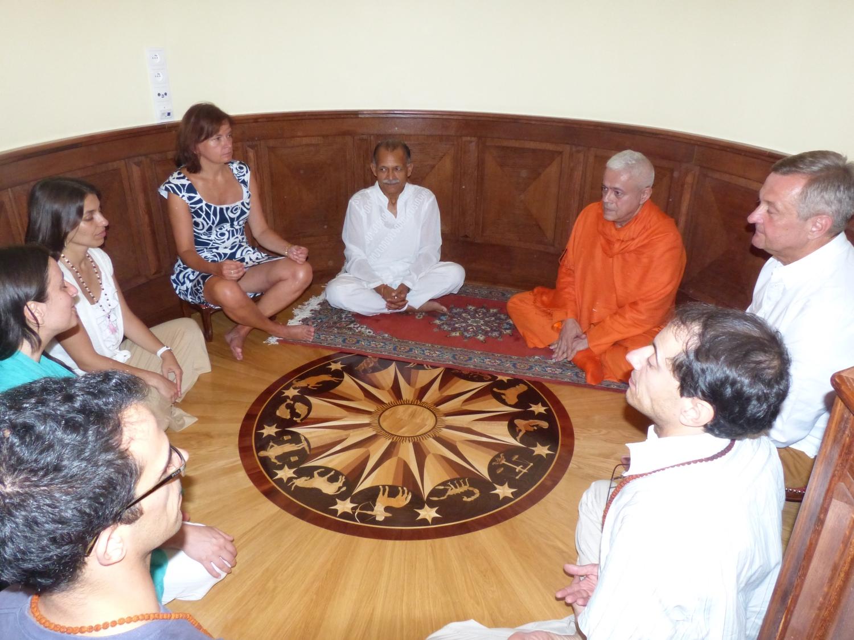 Encontro de Jorge Veiga e Castro, Gr. Mestre Internacional do Yoga, com Shrí Chandra Mohan Bhandari - Ex-embaixador da Índia - Polónia, Sulisław - 2013, Julho