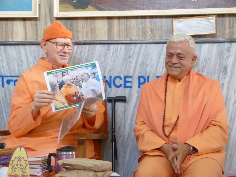 Homenagem da Confederação Portuguesa do Yoga a H.H. Svámin Vimlánanda Sarasvatí Mahá Rája - Presidente da Divine Life Society, rshikesh, Índia - 2014, Outubro