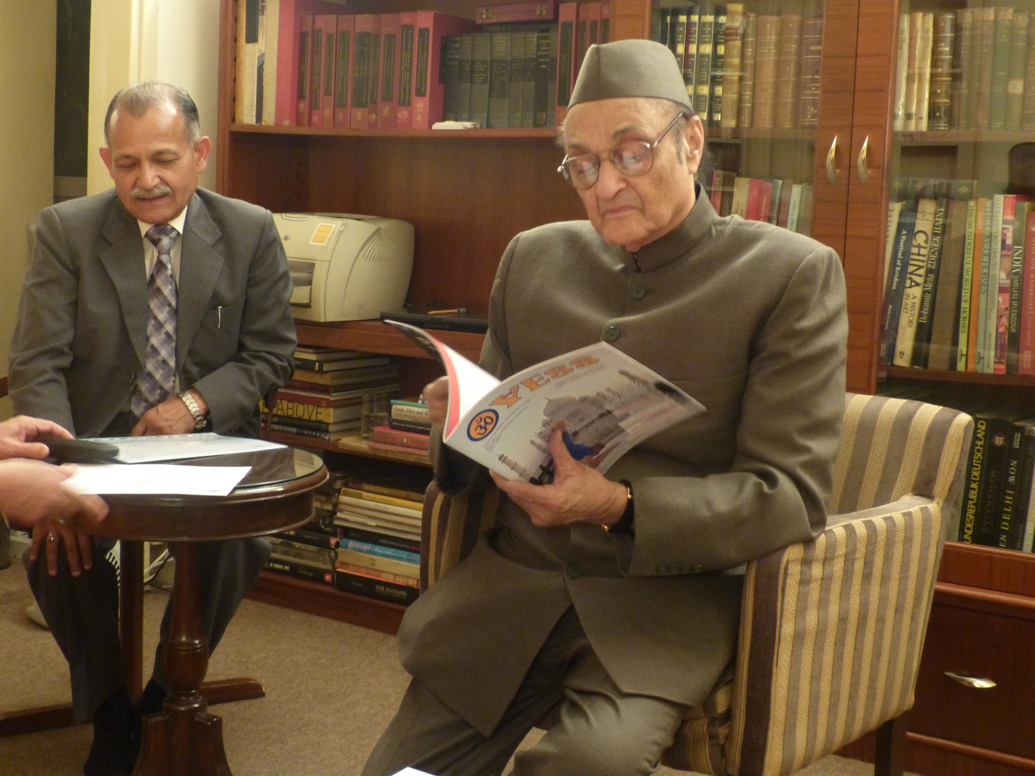 Meeting of H.H. Jagat Guru Amrta Sūryānanda Mahā Rāja with Karan Singh, Adviser of Manmohan Singh, Former Prime Minister of India - India, Dillí - 2013, December