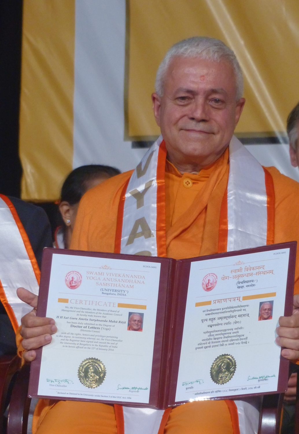 H.H. Jagat Guru Amrta Súryánanda Mahá Rája - Honorary Doctorate - University of Bengaluru, S-Vyása - 2014, January, 12th