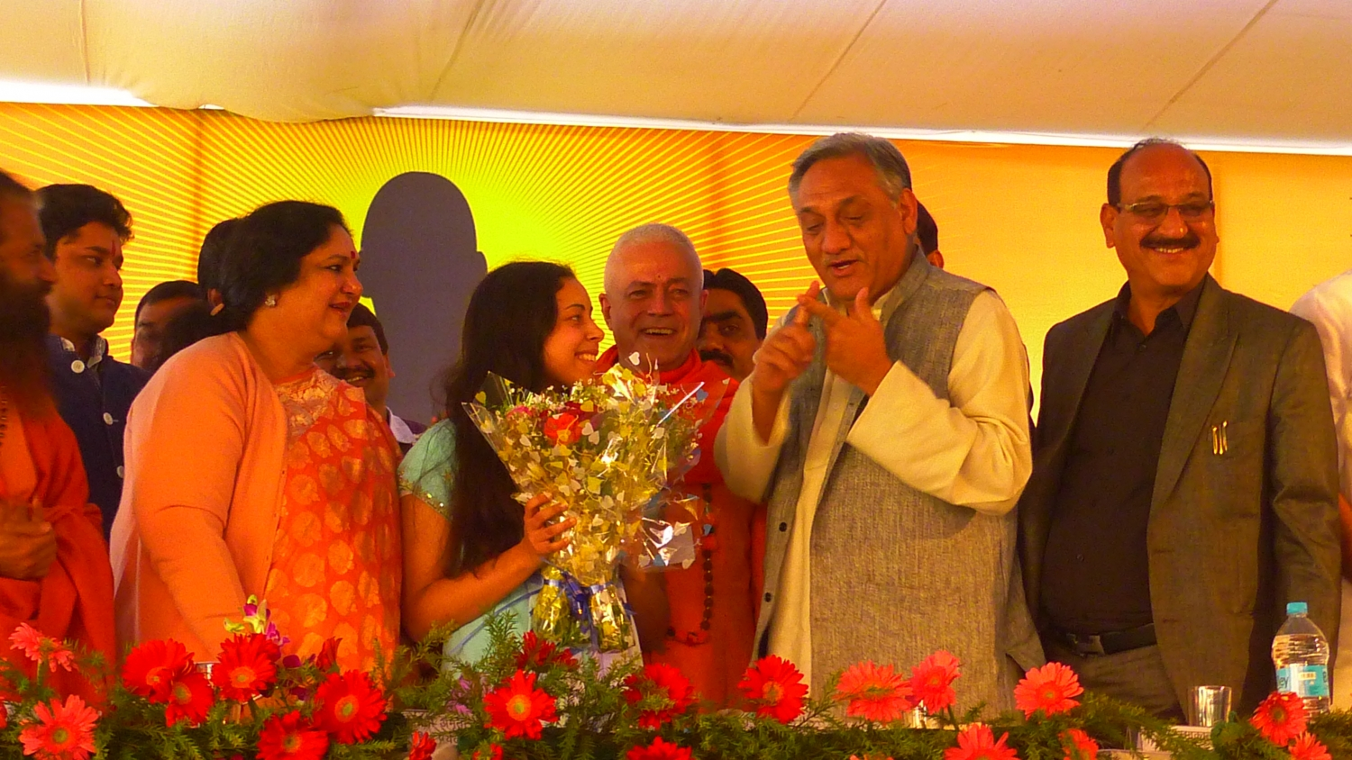 """In India, we knew one famous Portuguese, Cristiano Ronaldo. Now there are two, Cristiano Ronaldo and Nirájaní !""  - Shrí Vijay Bahuguna - Chief Minister of Uttarkhand"