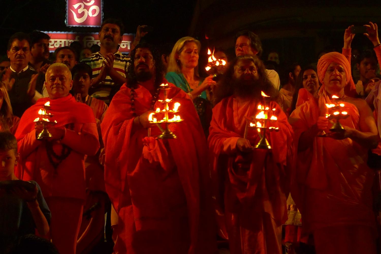 Encontro de H.H. Jagat Guru Amrta Sūryānanda Mahā Rāja com H.H. Pujya Svámin Chidanand Sarasvatiji Maharaj, visita ao Parmarth Niketan Áshrama, rshikesh, Índia - 2013, Março
