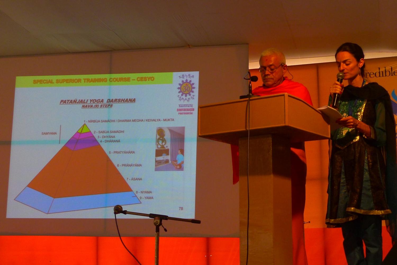 Conferência por H.H. Jagat Guru Amrta Súryánanda Mahá Rája