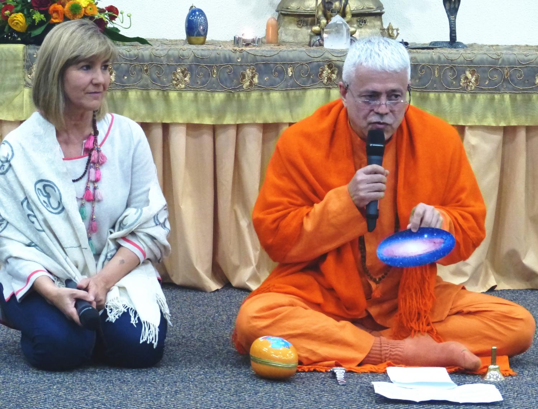 Jagat Guru Amrta Súryánanda Mahá Rája com a Mestra Gangá Rája