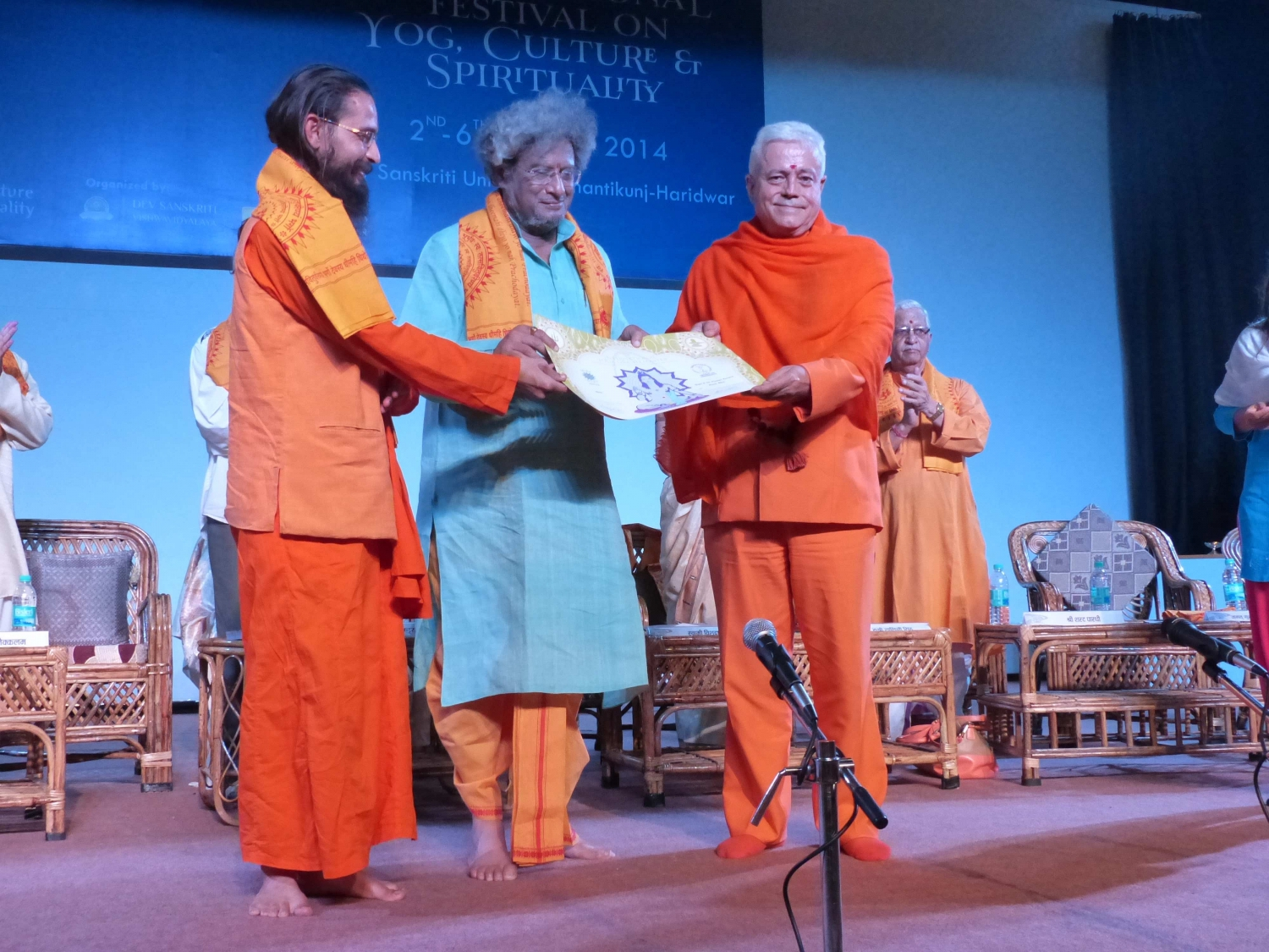 Attribution by the Portuguese Yoga Confederation of the Title of Grand International Yoga Master and Keilasha award to Dr. Pranav Pandya - Shantikunj Áshrama, Haridvar, India - 2014, October