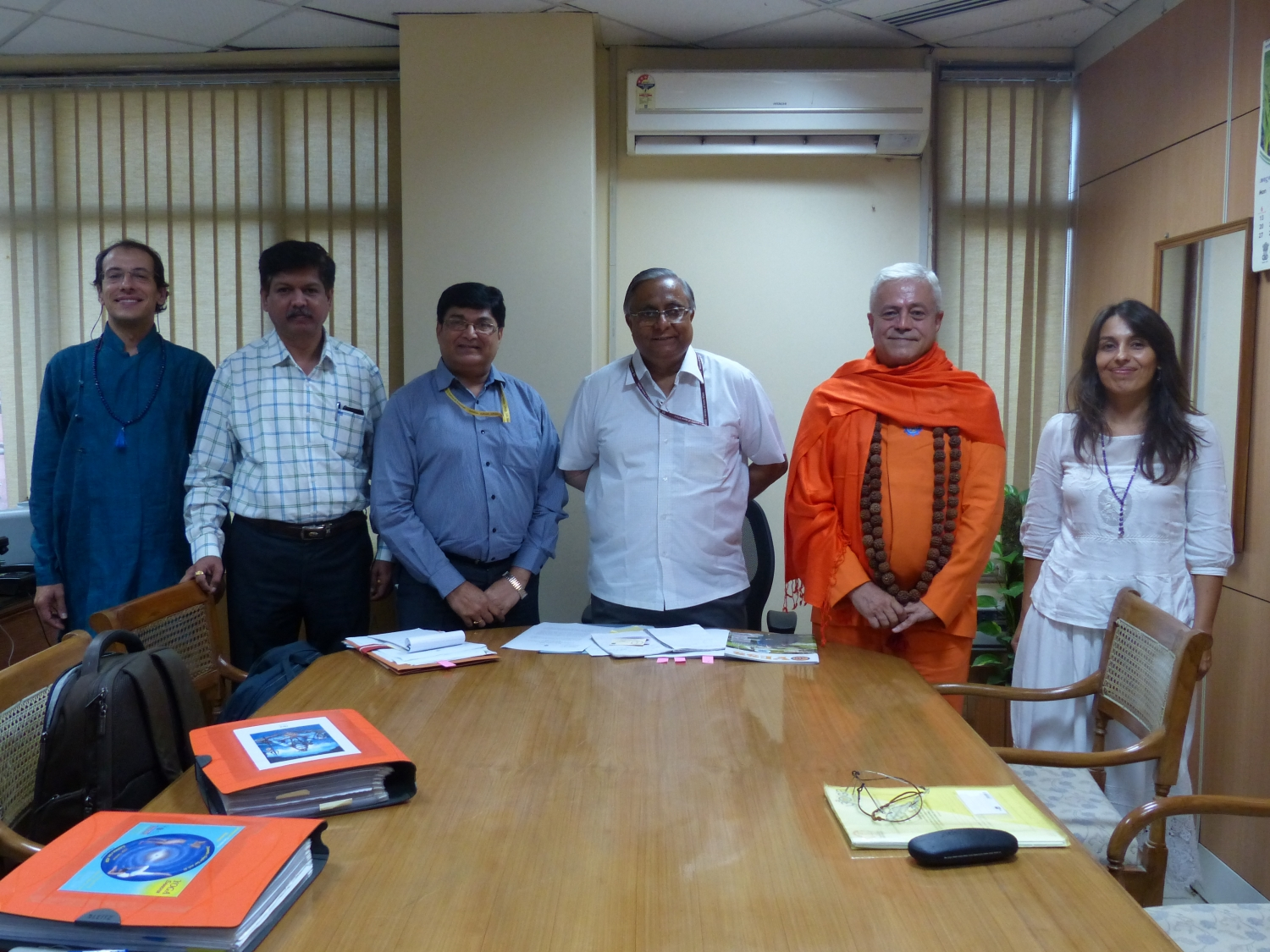 Meeting of H.H. Jagat Guru Amrta Sūryānanda Mahā Rāja with the Secretary of AYUSH - Shrí Nilanjan Sanyal - India, Dillí - 2014, October, 10th –