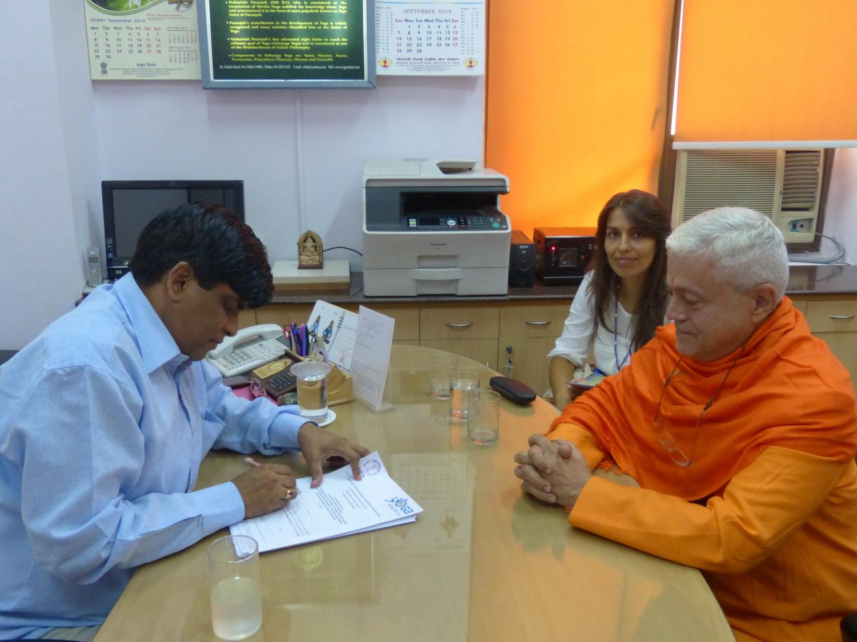 Reunião com o Director do Yoga do Departamento AYUSH - Dr. Ishwar Basavaraddi -  Índia, Dillí - 2014, Outubro, 10
