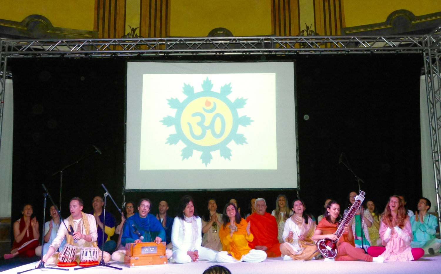 Omkára - Choir Orchestra of Mantra of the Portuguese Yoga Confederation