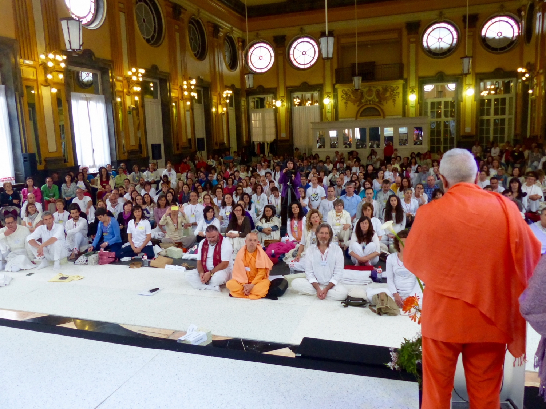 Lecture of H.H. Jagat Guru Amrta Súryánanda Mahá Rája (...)