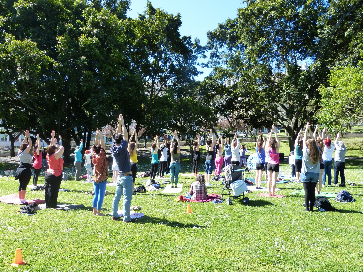 Yoga Sámkhya class at the event 'Há Festa no Parque' organized by the City Hall of Lisbon on the occasion of the commemorations of April the 25th - 2016