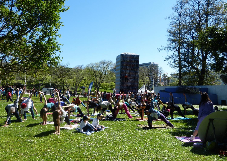 Aula do Yoga Sámkhya no evento 'Há Festa no Parque' organizado pela Câmara Municipal de Lisboa por ocasião das comemorações do 25 de Abril - ano de 2016